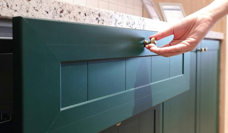 Tư vấn lựa chọn tủ bếp nhôm kính sơn tĩnh điện