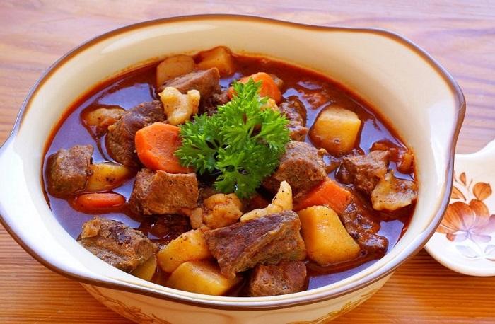 Bò hầm khoai tây - thực phẩm bồi bổ cho người già-3