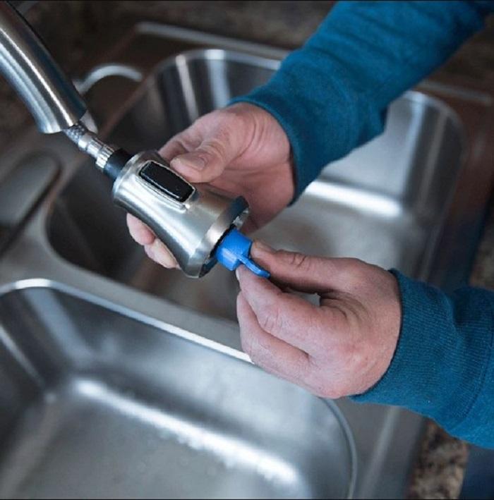 Các công đoạn lắp đặt vòi rửa từ A đến Z-11