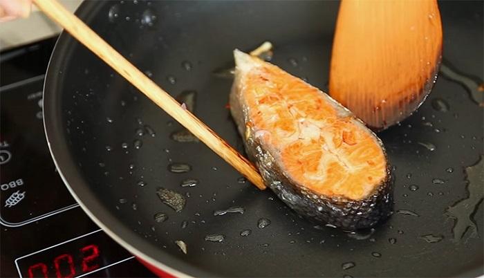 Cá hồi sốt cà chua - món ăn dành cho người bị gan nhiễm mỡ-3