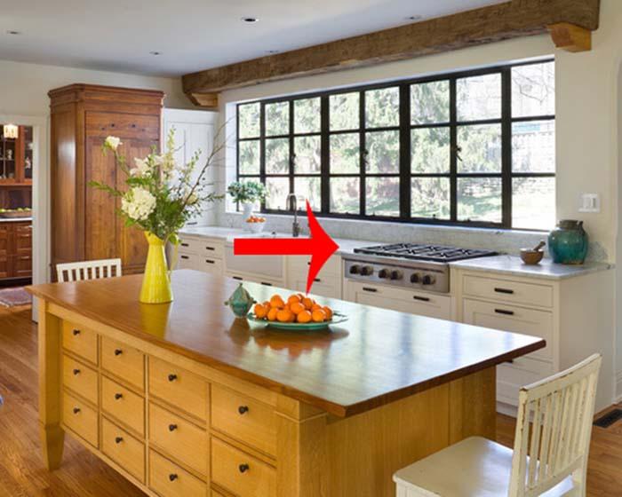 Đặt bếp quá sát cửa sổ có thể khiến khí hôi trở ngược vào bên trong