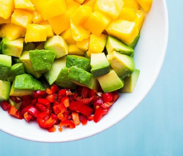 Salat xoài, bơ tươi - món ngon đầu hè