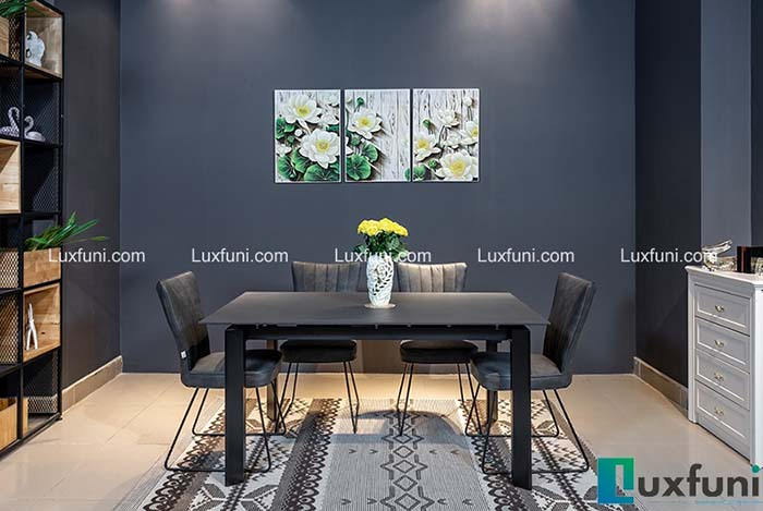Tông màu đen tạo vẻ đẹp cuốn hút cho bộ bàn