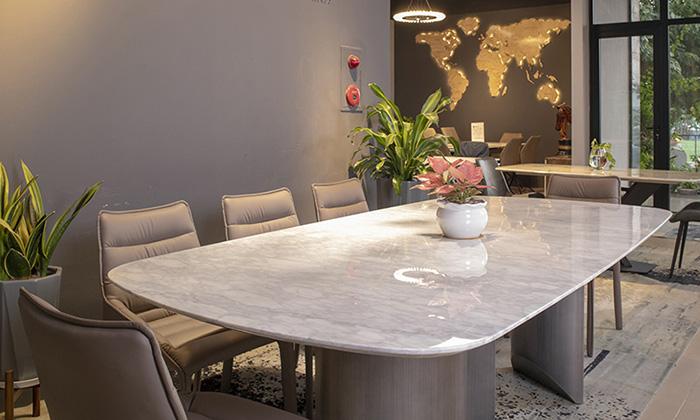 Mặt bàn có khả năng chịu lực, chịu nhiệt à chống trầy tốt